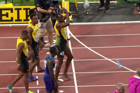 Usain Bolt chấn thương, lê lết về đích ở lần chạy cuối cùng trong sự nghiệp - Ảnh 4.
