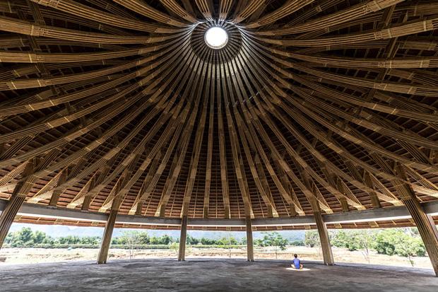Nhà hàng hình nón làm từ 150.000 cây tre ở Kim Bôi khiến tạp chí kiến trúc Mỹ hết lời khen ngợi - Ảnh 3.