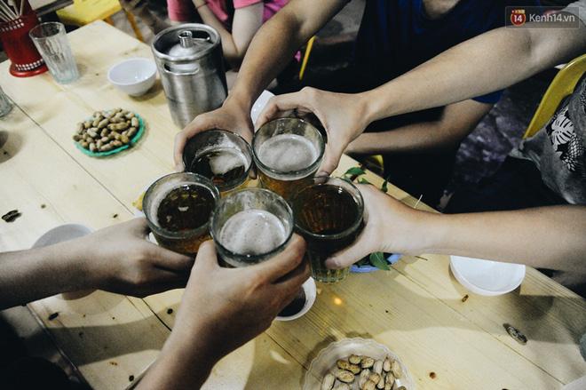 Cốc bia hơi huyền thoại suốt 40 năm qua mà người Hà Nội nào cũng biết: Ai là người đã tạo ra nó? - Ảnh 4.