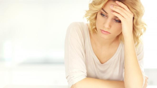 Những tư thế sai khi đứng và ngồi rất hại sức khỏe và khiến bạn trông già hơn - Ảnh 2.