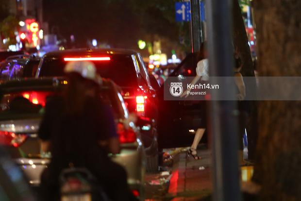 Hà Hồ - Kim Lý lại dính như sam, thân mật ngoài phố và cùng nhau về nhà lúc nửa đêm - Ảnh 3.