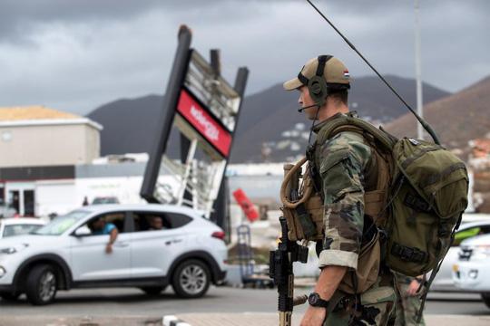 Mỹ: Lấy cắp súng trong bão Irma, đụng trúng SWAT - Ảnh 2.