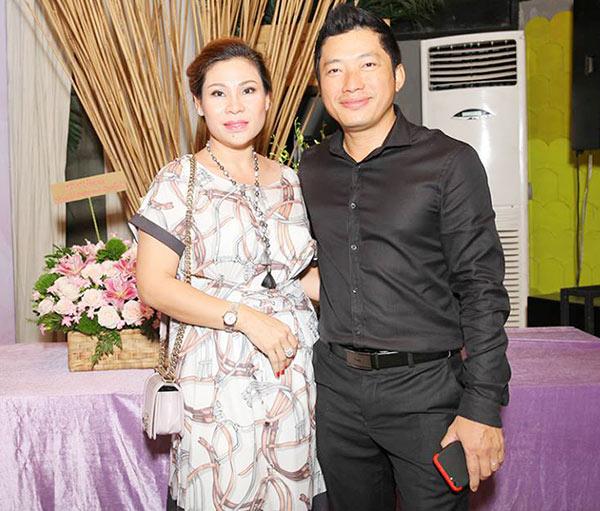 Cưới vợ hơn 1 năm, Kinh Quốc lần đầu tiên chia sẻ về người vợ đại gia bằng tuổi - Ảnh 3.