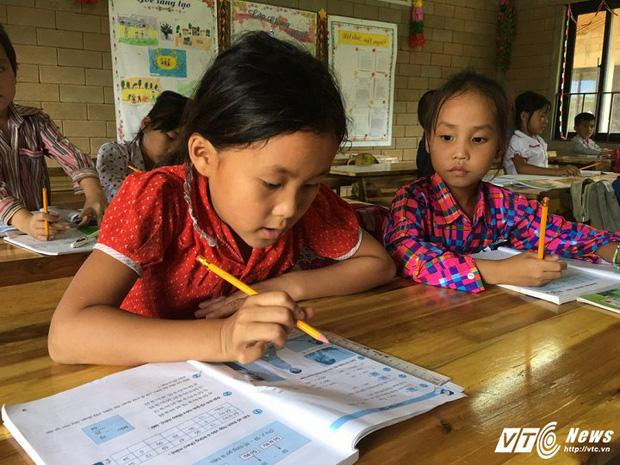 Sự thật sau thông tin bông hoa núi rừng Lũng Luông chỉ có 30 học sinh theo học - Ảnh 3.