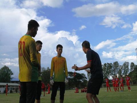 Văn Hậu chấn thương nhẹ, U18 Việt Nam luyện sút penalty - Ảnh 2.