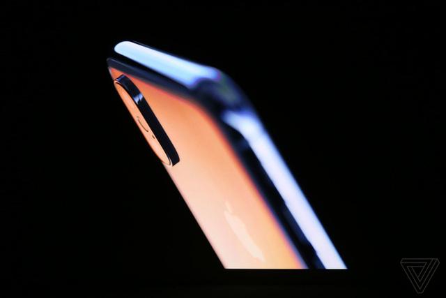 Đây là iPhone X: Giá từ 1000 USD, thiết kế toàn màn hình, loại bỏ nút Home và Touch ID, nhận diện khuôn mặt Face ID, màn hình Super Retina Display - Ảnh 3.