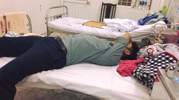 Bạn tốt của năm: Đến thăm bạn ốm ngồi ăn hết cả đồ ăn rồi nằm lăn ra ngủ luôn ở giường bệnh - ảnh 3
