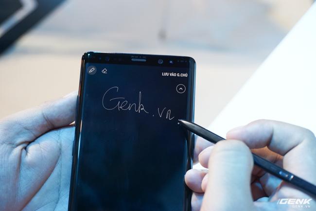 Samsung Galaxy Note8 chính thức ra mắt tại Việt Nam: Thiết kế ấn tượng, camera kép xóa phông chủ động, giá 22,5 triệu - Ảnh 3.