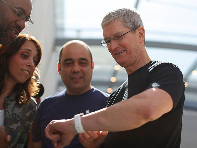 Một ngày bình thường của CEO Tim Cook – người bán iPhone đắt nhất lịch sử: Thức dậy từ 3:45 a.m, nhận 800 email mỗi ngày - Ảnh 3.