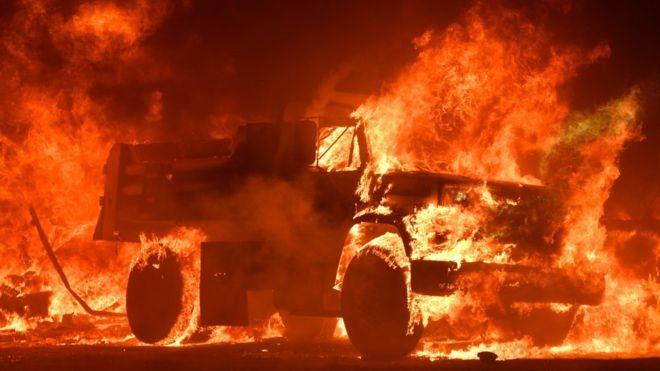 Lửa cháy ngút trời khắp California, hàng chục người chết - Ảnh 3.