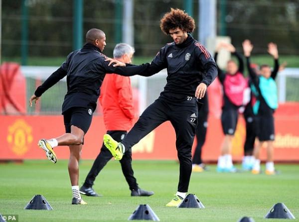 Mourinho tức điên vì Lukaku vẫn phải 'cày' dù đang chấn thương - Ảnh 3.