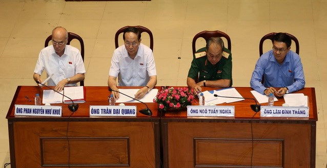 Chủ tịch nước Trần Đại Quang tươi cười gặp cử tri TP - Ảnh 2.