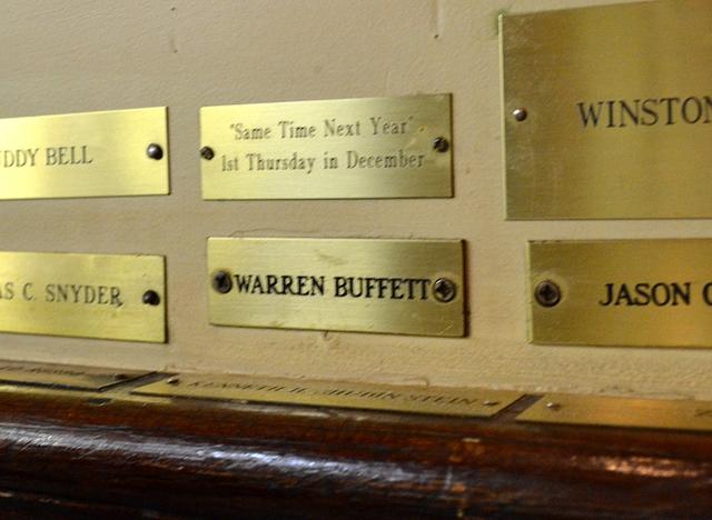 Có gì tại nhà hàng ưa thích của Warren Buffett tại New York, nơi nhiều người chi hàng triệu đô la để dùng bữa với tỉ phú giàu nhất thế giới? - Ảnh 3.