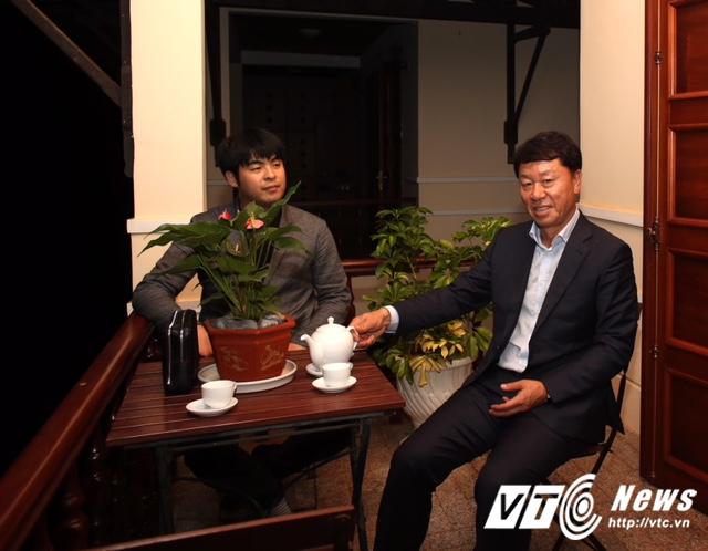 HLV Chung Hae Seong 'choáng' khi làm tướng nhà bầu Đức - Ảnh 3.