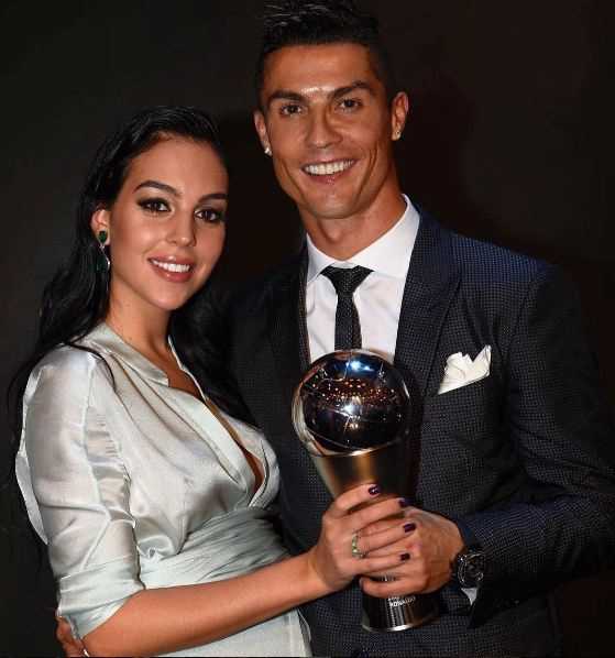 Ronaldo ngồi trên ngai vàng, khẳng định vị trí Vua bóng đá mới - Ảnh 3.