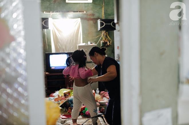 Tổ ấm nhỏ tràn đầy hạnh phúc của người đàn bà hiếm muộn và bé gái bị mẹ bỏ rơi trên xe taxi 4 năm trước - Ảnh 3.