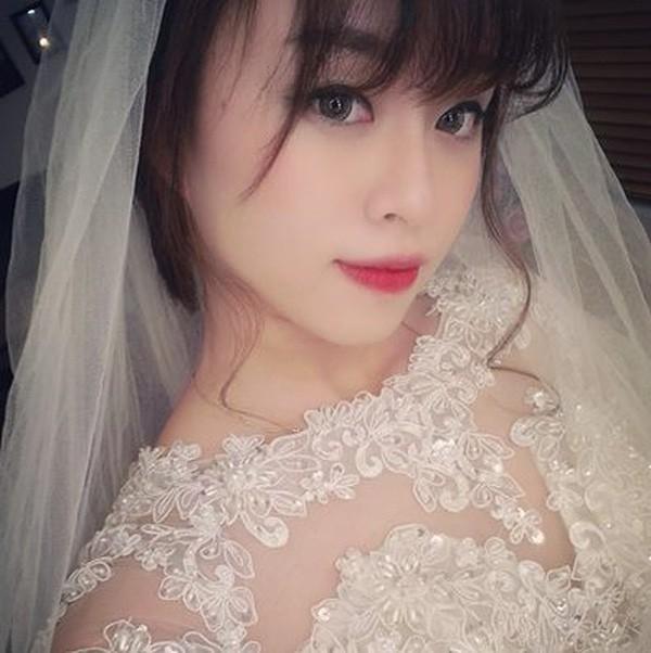 Lên mạng nhờ tư vấn có nên đi ăn cưới người cũ, cô gái trẻ được khuyên photo công chứng tiền mừng cho ngầu - Ảnh 3.