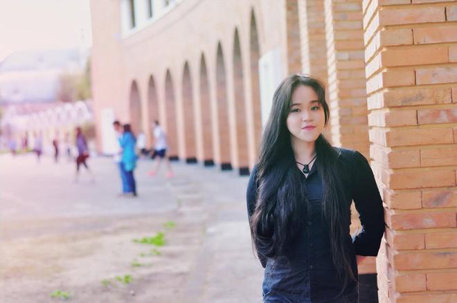 Cô gái Sài Gòn nuôi tóc dài 2m kiếm tiền triệu nhờ clip khoe tóc trên Youtube - Ảnh 3.