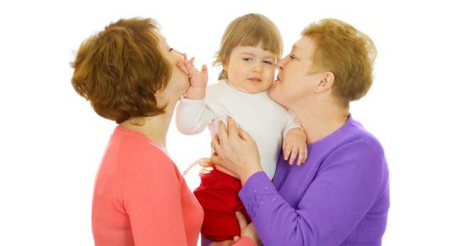 Bắt con ôm hôn người khác thể hiện tình cảm, bố mẹ có thể hại con mà không biết - Ảnh 3.