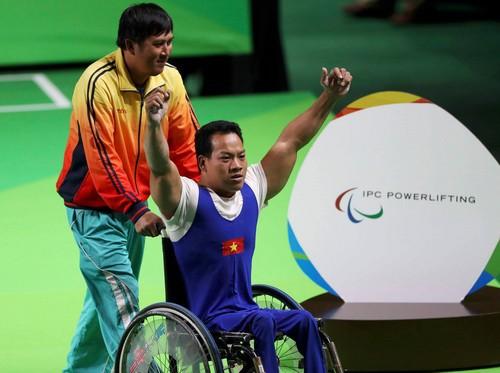 Lực sĩ khuyết tật Lê Văn Công giành HCV, phá kỷ lục thế giới - Ảnh 3.