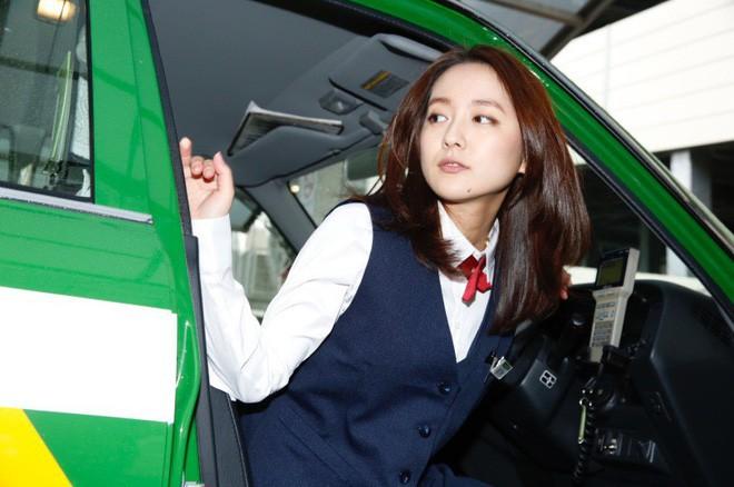 Xao xuyến trước nhan sắc của bóng hồng lái taxi xinh đẹp nhất Nhật Bản - Ảnh 4.