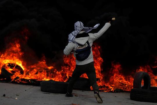 Vụ Jerusalem: Đạn lửa bùng cháy sau quyết định của ông Donald Trump - ảnh 1