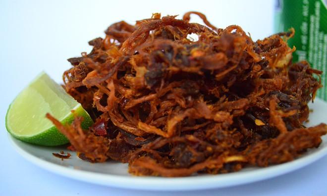 Sắp Tết rồi, hãy cẩn trọng để tránh mua phải thịt bò khô làm từ phổi lợn, thịt thối tẩm hóa chất