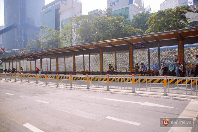 """Cận cảnh trạm xe buýt 8,5 tỷ đồng, """"sang chảnh"""" nhất trung tâm Sài Gòn và có nhà vệ sinh thông minh - Ảnh 3."""