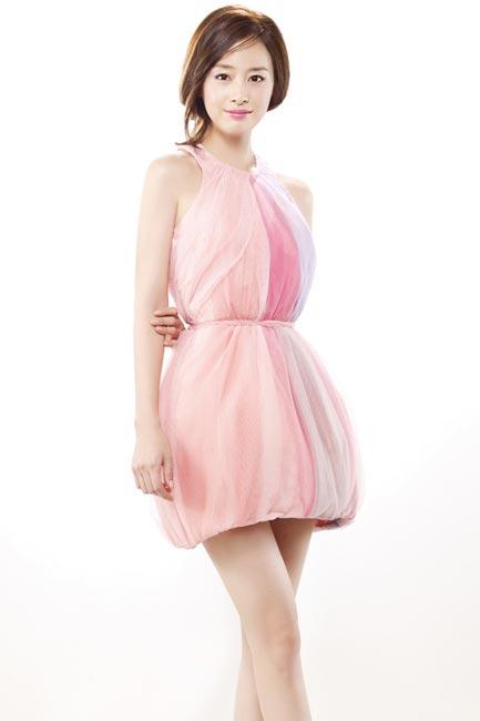 Bí quyết thời trang để Kim Tae Hee trẻ như 18 khi đã gần 40 - Ảnh 7.