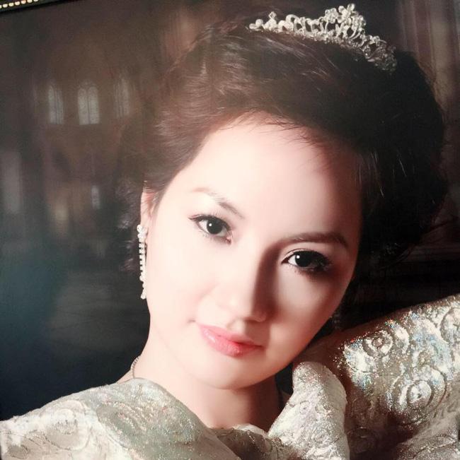Nhan sắc rạng ngời trẻ trung được khen là xinh hơn cả con gái của mẹ ruột hoa hậu Thu Ngân - Ảnh 22.
