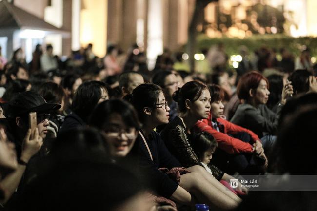 Tối cuối tuần, phố đi bộ Hà Nội vui hơn hẳn với buổi biểu diễn của dàn nhạc giao hưởng London - Ảnh 23.