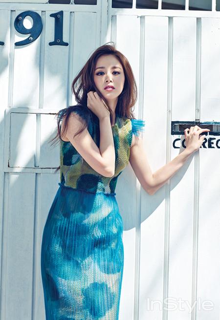 Bí quyết thời trang để Kim Tae Hee trẻ như 18 khi đã gần 40 - Ảnh 9.