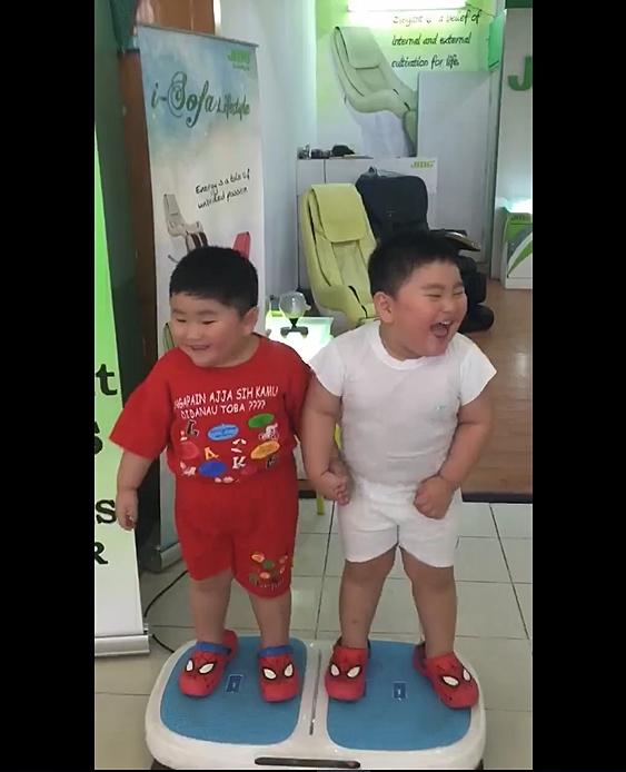 Hai cậu bé ẵm triệu view chỉ với đoạn clip đứng... rung lắc trên máy tập thể dục - Ảnh 5.