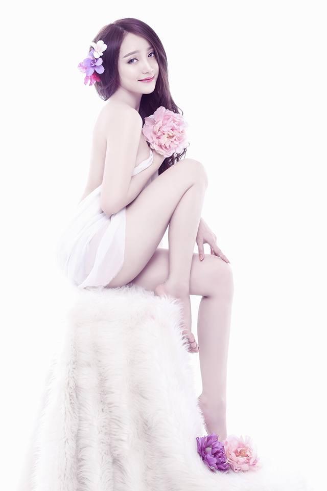 Fan săn lùng bạn gái đẹp như hot girl của sao HAGL - Ảnh 4.