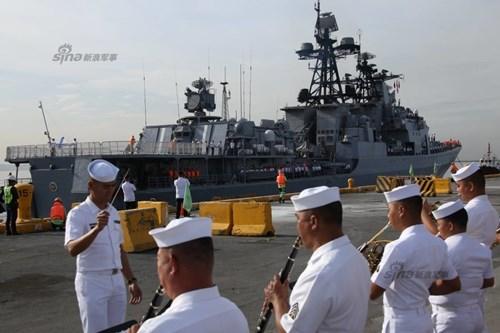 Mục kích chiến hạm lừng danh Nga cập cảng Philippines - Ảnh 3.