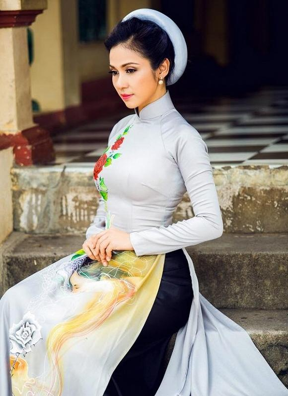 Việt Trinh được khán giả tặng vàng không đếm xuể - Ảnh 4.