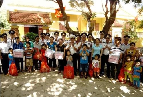 Tàu Cảnh sát biển 8002 thăm đảo Sinh Tồn - Ảnh 3.