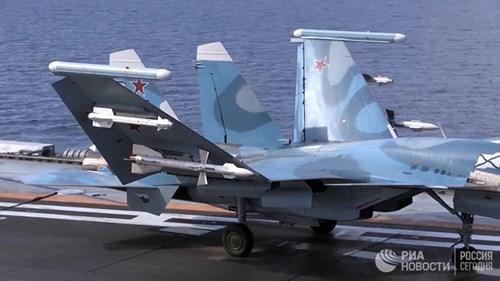 [ẢNH] Khoảnh khắc đẹp của tàu sân bay Nga tham chiến ở Syria - Ảnh 3.