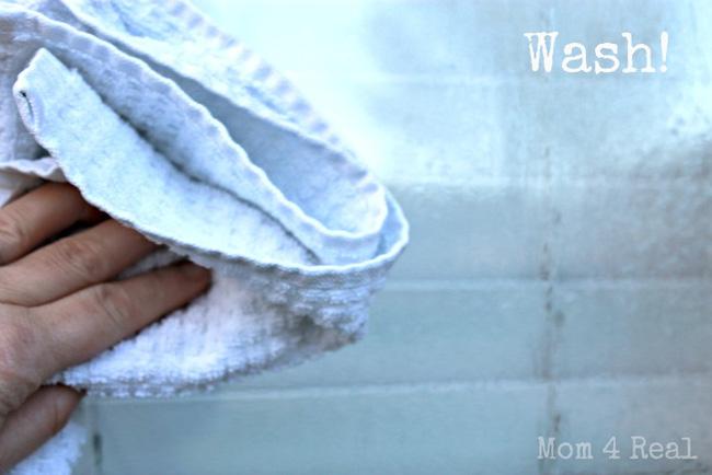Không cần mua nước lau kính, cửa kính đầy bụi cũng sạch bóng nhờ hỗn hợp pha chế chưa đầy 3 giây - Ảnh 4.