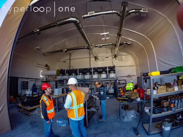 Ngắm nhìn đường tàu Hyperloop thử nghiệm tại sa mạc Nevada - Ảnh 3.