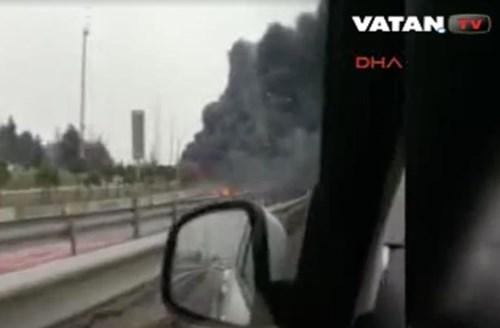Máy bay trực thăng đâm trúng tháp truyền hình, 5 người chết - Ảnh 4.