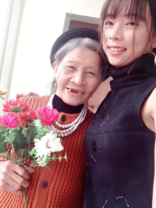 Câu chuyện cảm động về người bà tần tảo nuôi cháu gái mồ côi khiến dân mạng nước mắt ngắn dài - ảnh 4