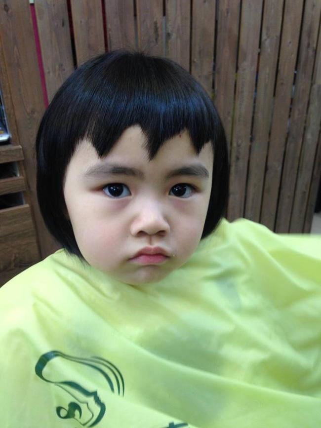 Bị mẹ ngăn cản, cô bé 5 tuổi vẫn kiên quyết cắt tóc răng cưa để giống thần tượng Maruko - Ảnh 4.