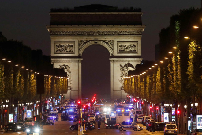 Paris: Xả súng giữa đại lộ Champs Élysées, một cảnh sát thiệt mạng - Ảnh 3.