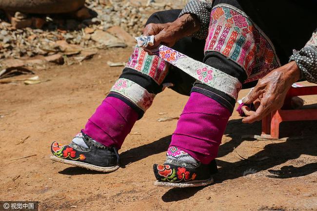 Mục sở thị những đôi chân gót sen cuối cùng của phụ nữ Trung Quốc thời hiện đại - Ảnh 4.