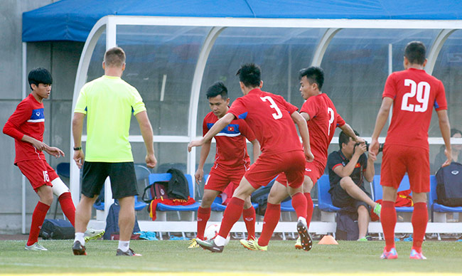 Hot boy U20 VN khiến HLV Hoàng Anh Tuấn âu lo - Ảnh 4.