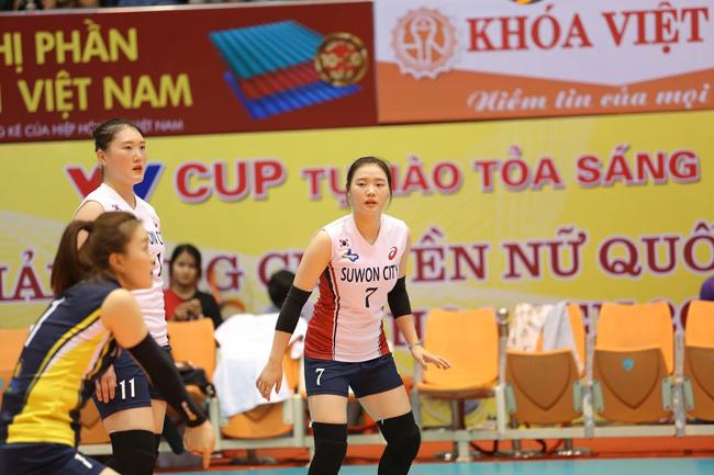 Dàn chân dài Hàn Quốc hút hồn fan ở bóng chuyền VTV Cup - Ảnh 4.
