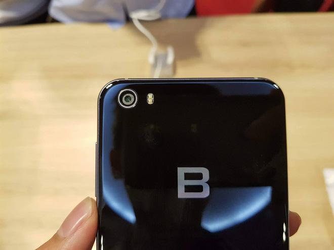 Đây là toàn bộ thông tin về BPhone 2017: Khung kim loại, 2 mặt kính, dùng Snapdragon 625, Camera 16MP, giá 9,8 triệu đồng - Nói chung là Chất! - Ảnh 4.