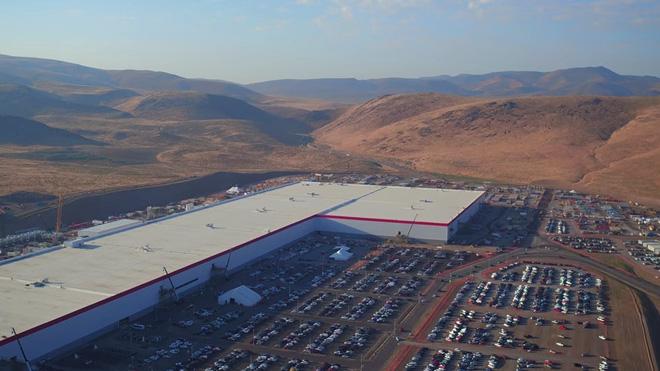 Cùng ngắm nhìn vẻ bề ngoài của siêu nhà máy khổng lồ Tesla Gigafactory rộng tới hơn 5 triệu mét vuông - Ảnh 4.