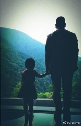 Những bức ảnh giản dị nhưng đong đầy hạnh phúc của tổ ấm Triệu Vy - Huỳnh Hữu Long - Ảnh 4.